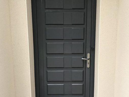Rénovation porte d'entrée (avant / après)